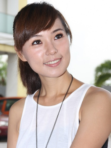 The beautiful Mandy Chen. - 7g_superstoneopening11