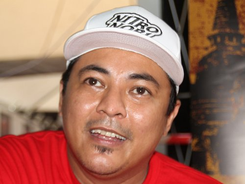 "Director Helmi Yusof makes his directorial debut with ""Bikers Kental"". - 7n_bikerskentalsthaiissues01"