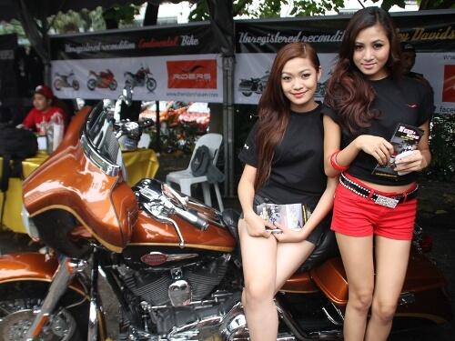 Bikers Kental Bike and girls are a perfect