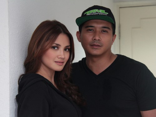 A close-up of Aaron Aziz and Nur Fazura. 31878995718