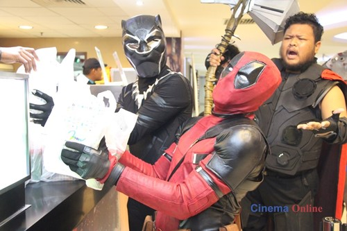 Deadpool excited to get his popcorn and drink before entering the cinema. d8d20fdc0b3