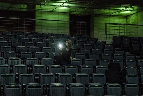 Mi-Jung (Seo Ye-Ji) wakes up alone in an empty theatre.
