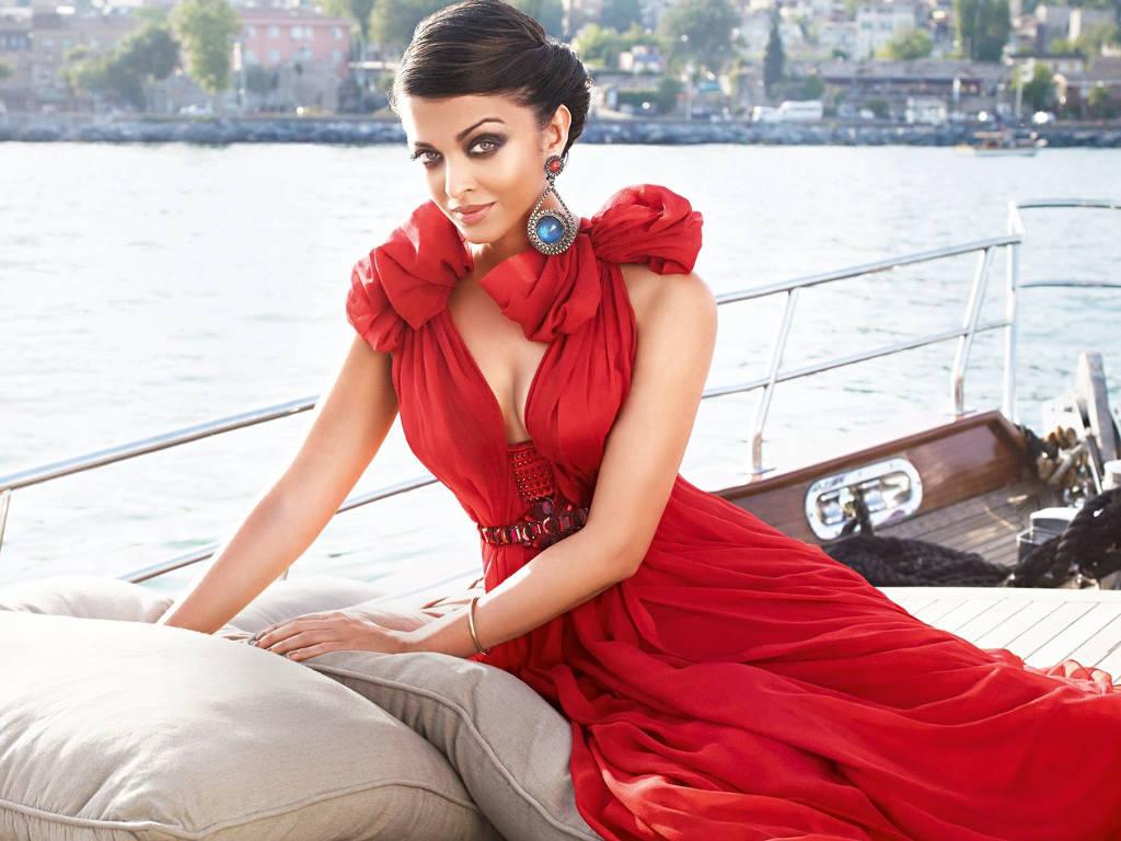 Aishwarya Rai dikatakan ibarat Angelina Jolie dari India.