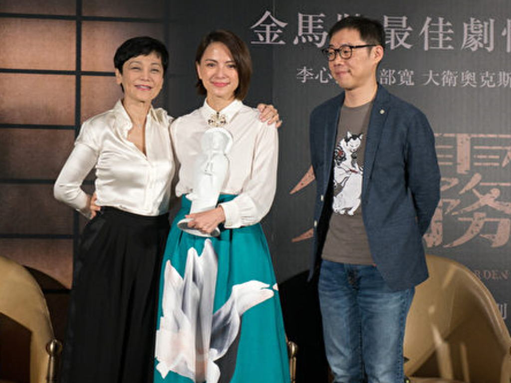 Angelica Lee (middle) flanked by Taiwanese actress Sylvia Chang and Taiwanese director Tom Lin.