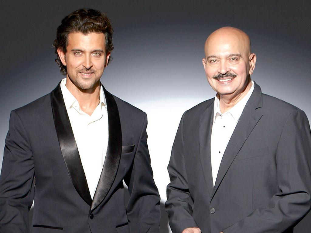 """Hrithik Roshan bersama bapanya Rakesh yang bakal kembali mengarah filem """"Krrish 4""""."""