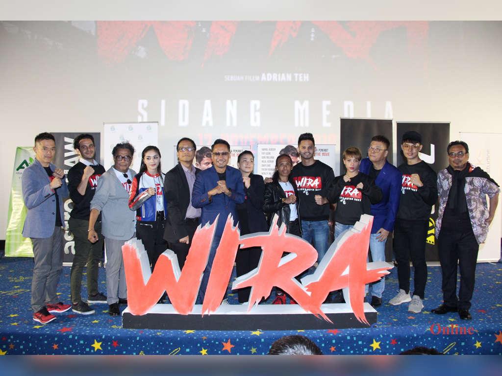 """Adrian Teh bersama penerbit, penaja dan barisan pelakon """"Wira""""."""