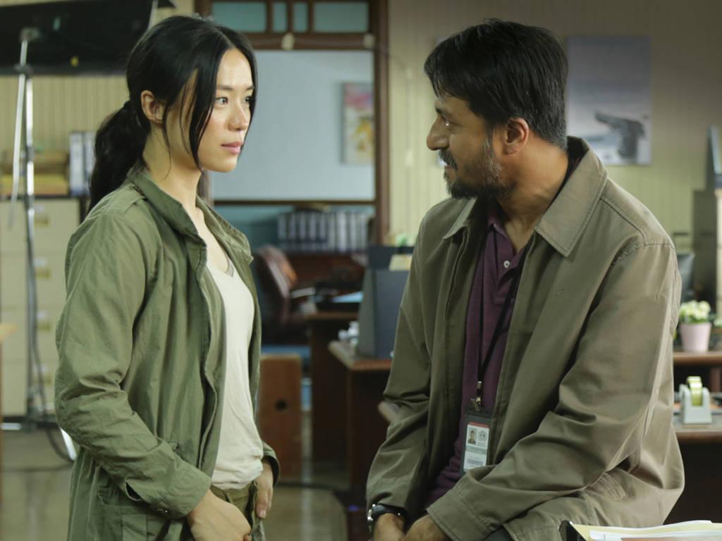 """Bront Palarae & Rebecca Lim janjikan lebih aksi dalam """"The Bridge"""" musim kedua!"""
