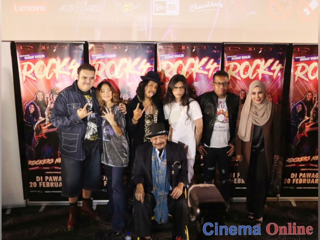The director and main cast of