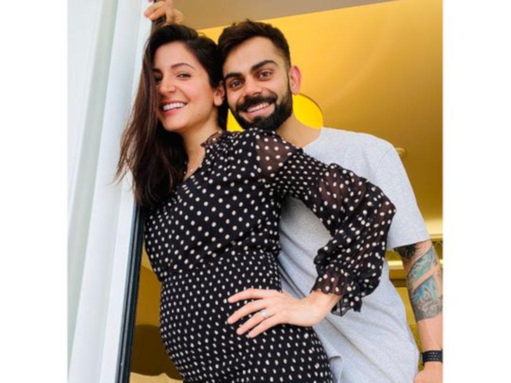 Anushka Sharma dan suaminya memuat naik pengumuman mengenai kehamilan serentak di laman Instagram masing-masing.