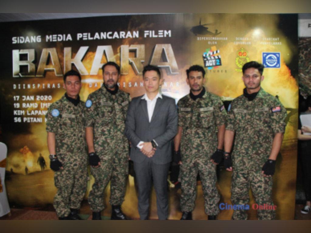Adrian Teh bersama barisan pelakon utama ketika pelancaran filem