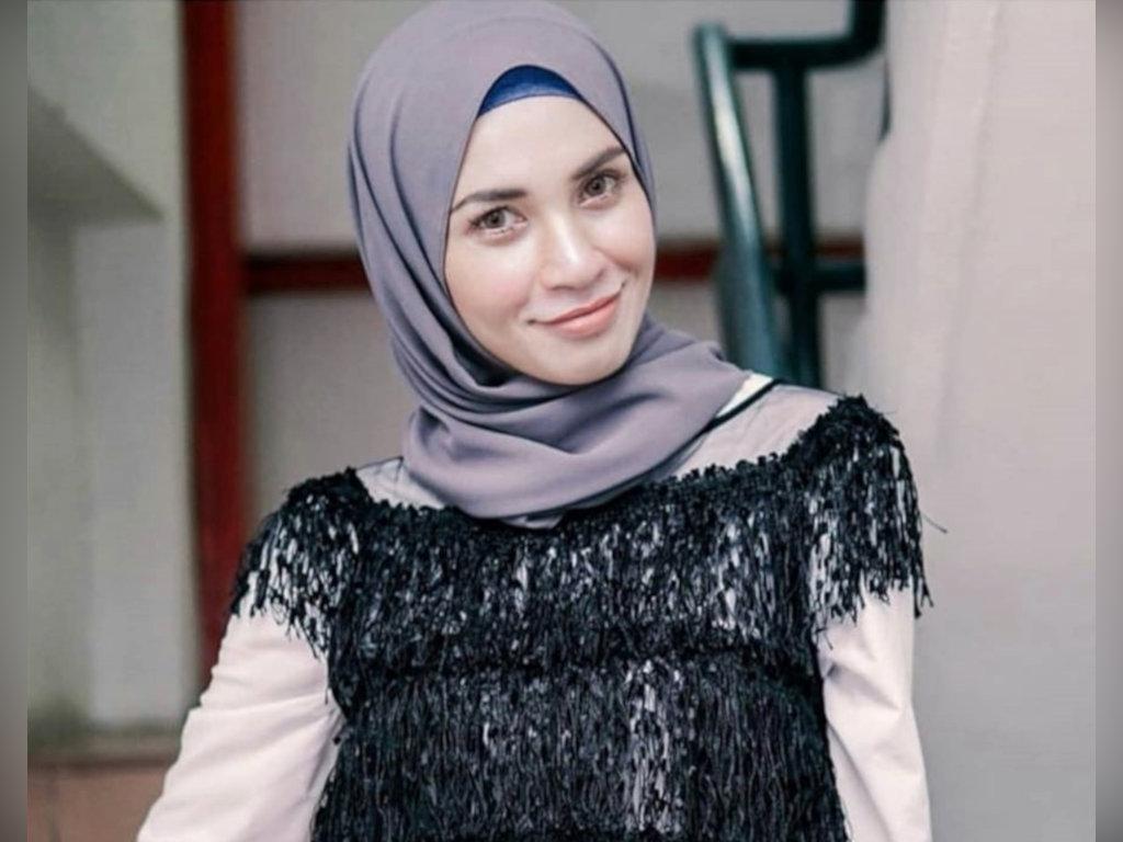 Izreen Azminda banyak luangkan masa bersama keluarga dan berniaga.