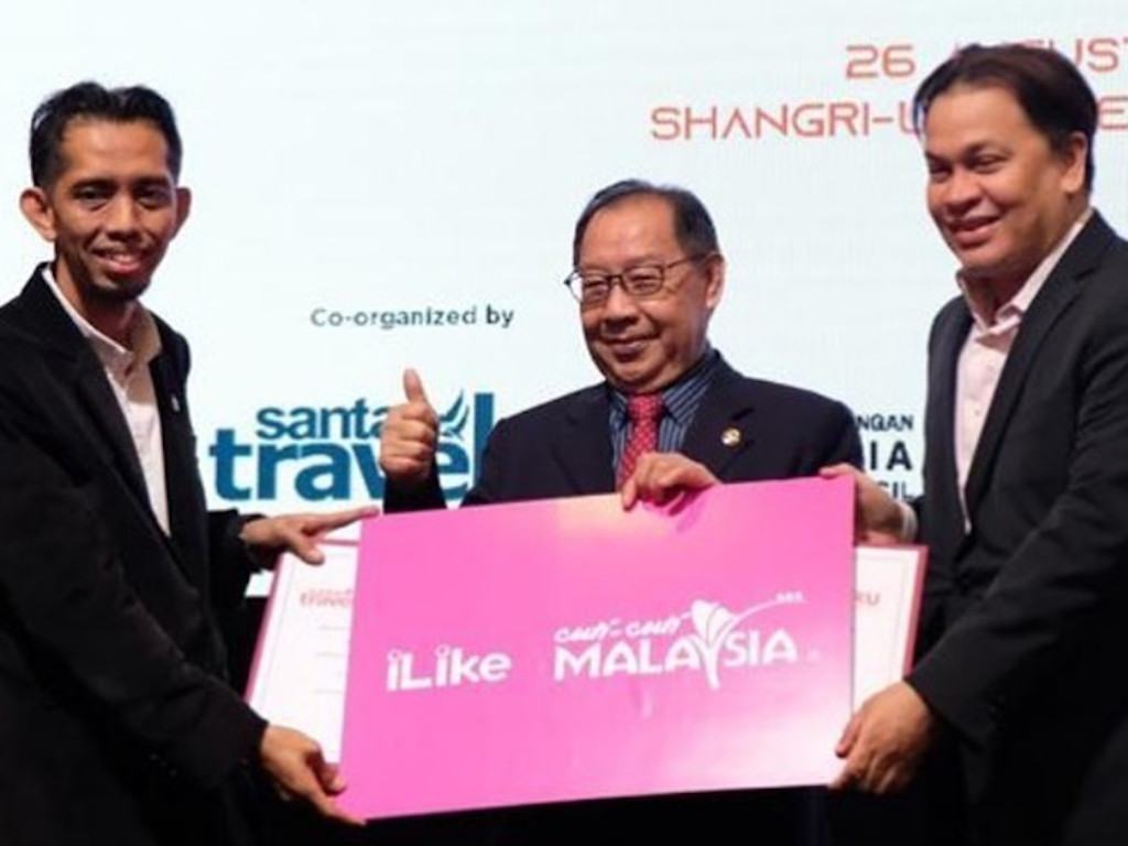 Dato' Norman Abdul Halim turut menjalin kerjasama diantara Santai Travel & KRU bagi bersama-sama merancakkan semula industri pelancongan tanah air melalui platform e-dagang iLike kendalian KRU.