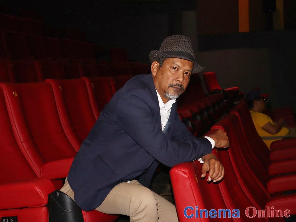 """Namron memegang watak Pemburu dalam filem """"Roh""""."""