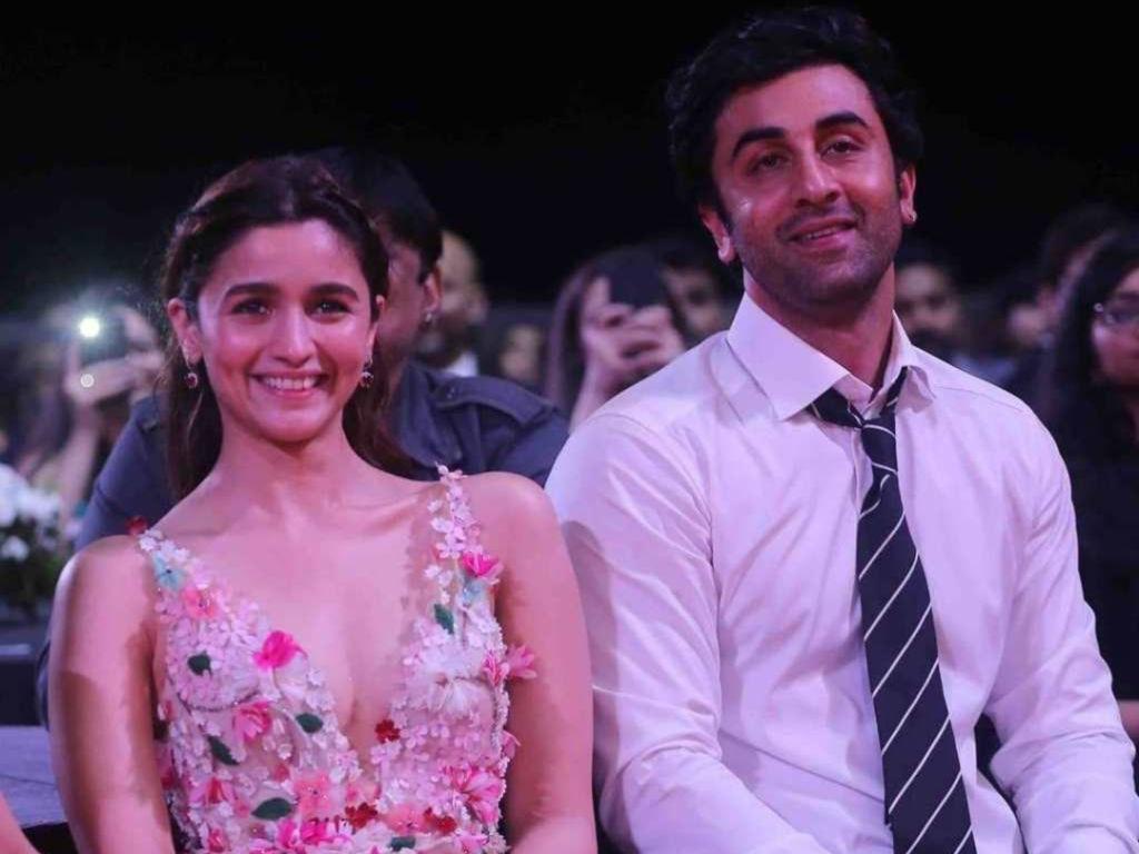 Ranbir Kapoor akhirnya sahkan Alia Bhatt adalah teman wanitanya.