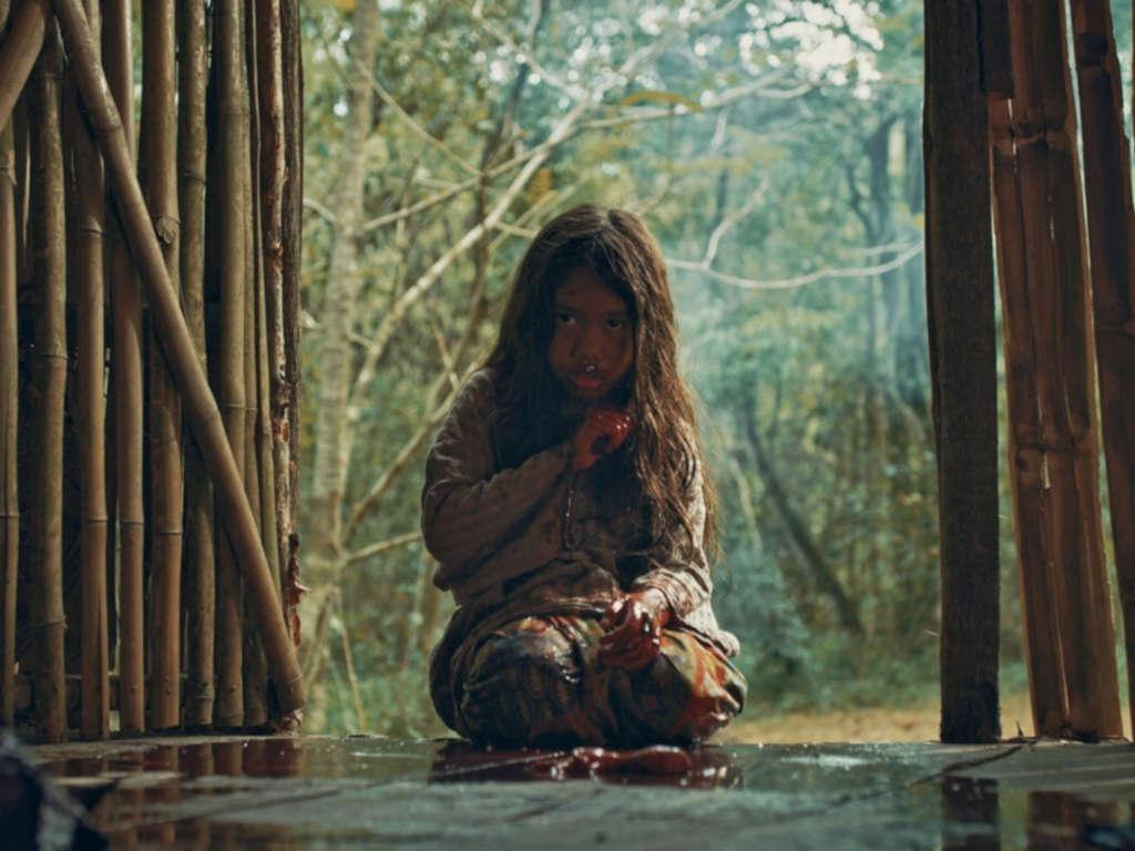 """Filem """"Roh"""" mendapat pujian daripada pengkritik filem yang berkata kualiti filem ini setanding dengan filem luar negara walaupun menelan belanja yang kecil."""