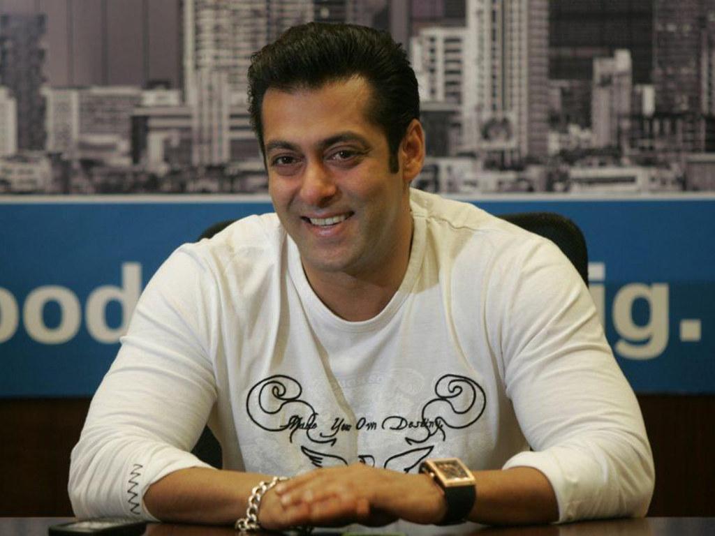 Sikap Salman Khan yang kuat menderma menerima pujian rakan-rakan selebriti.