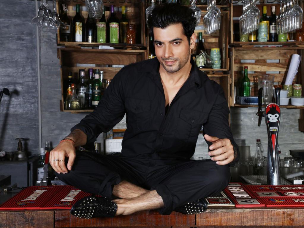Sharad Malhotra jadi pilihan watak antagonis kerana bentuk tubuhnya yang tegap.
