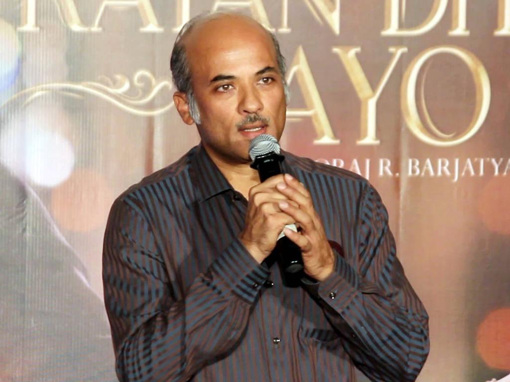 Sooraj Barjatya mempunyai seorang anak yang bakal mengikut jejak langkahnya sebagai pengarah.