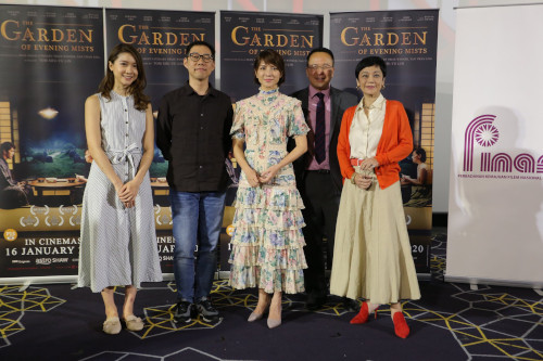 Lead actress Angelica Lee (middle), Sylvia Chang (right) with author Tan Twan Eng (second from right) and director Tom Lin (second from left) at the Gala Screening last year.